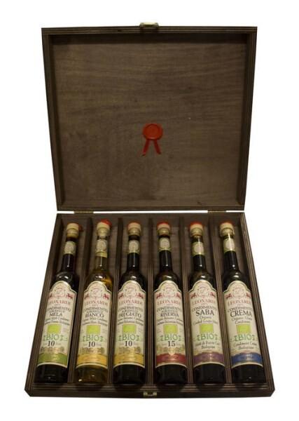 LOGO_Organic Balsamic Condiments in wooden box