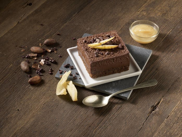 LOGO_CHOCOLATE CAKE WITH PEAR AND GINGER