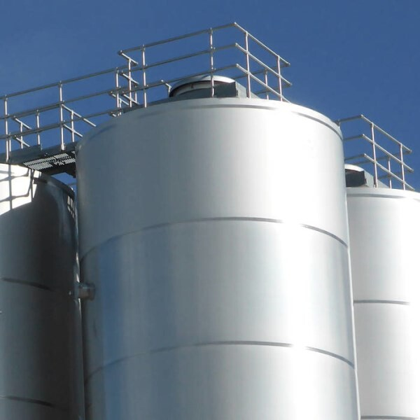 LOGO_The world's best beers ferment and mature in our tanks