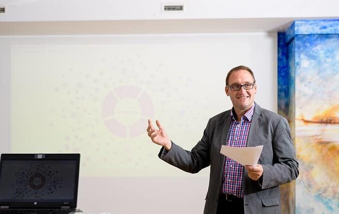 LOGO_Fort- und Weiterbildung  Management und Persönlichkeit