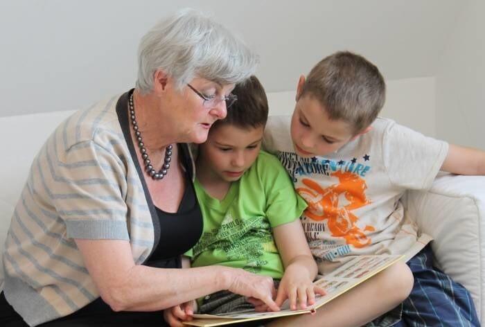 LOGO_Familien- und Bildungspatenschaften: freiwilliges Engagement von und für Menschen aller Generationen