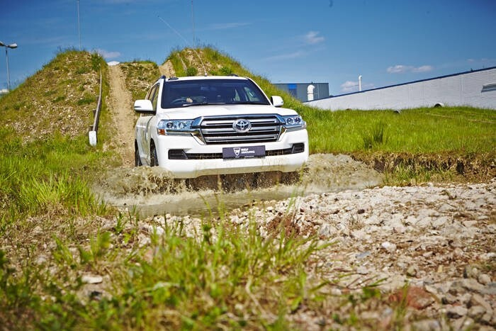 LOGO_Gepanzerter Toyota Land Cruiser 200
