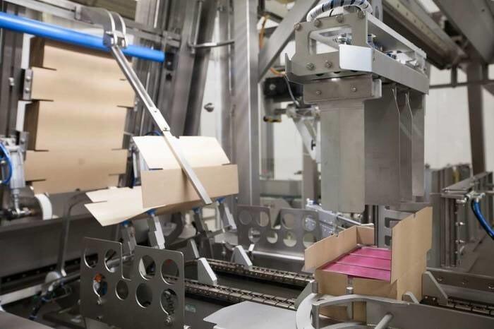 LOGO_RACUPACK 100 - wrap around case packer for horizontal packing patterns