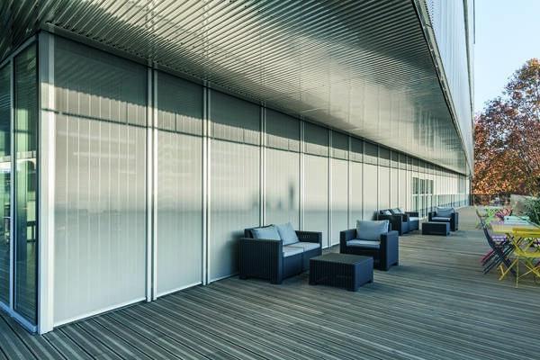 LOGO_MHZ Metallbehänge: bewegliche Sonnenschutzlösungen für anspruchsvolle Architektur