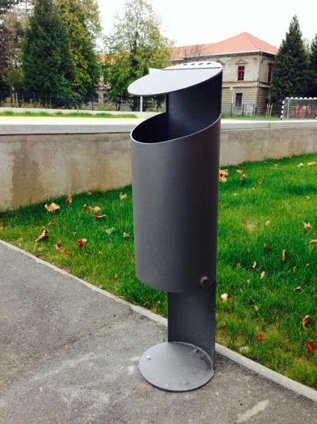 LOGO_Tubo K Waste bins with cover / ashtrays