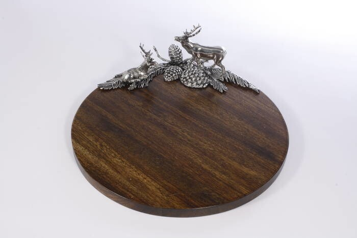 LOGO_WOOD TRAY WITH PEWTER DEER DECORATION (diameter 35 cm)