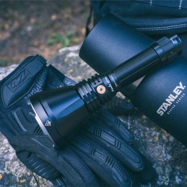 LOGO_Fenix HT 18 taktische Jagdtaschenlampe