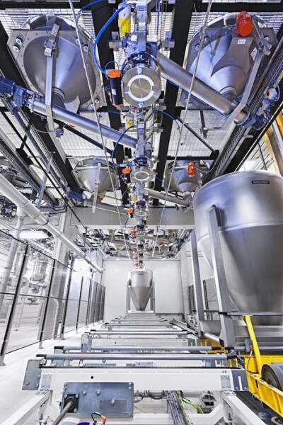 LOGO_CIP-fähige Backmittelmischanlage mit innovativem Containersystem