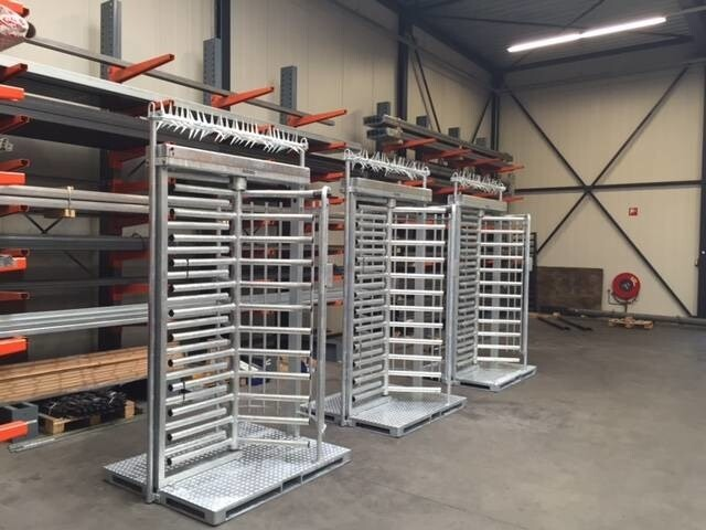 LOGO_Full height secure single turnstile with a portable heavy duty base and easy fencing connection