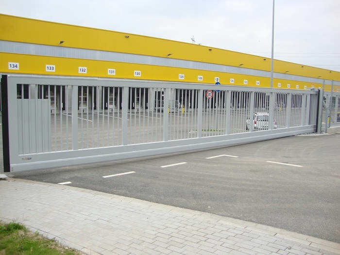 LOGO_sliding gates, cantilevered or on tracks