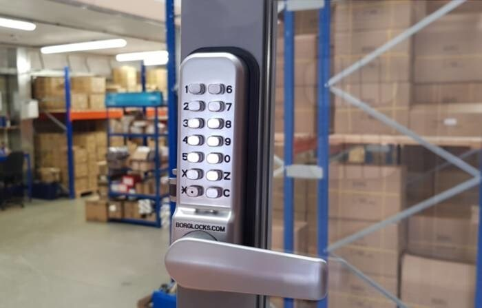 LOGO_BL2402 ECP – 28mm ali latch, free turning lever handle keypad, inside lever handle with optional holdback & ECP coding chamber