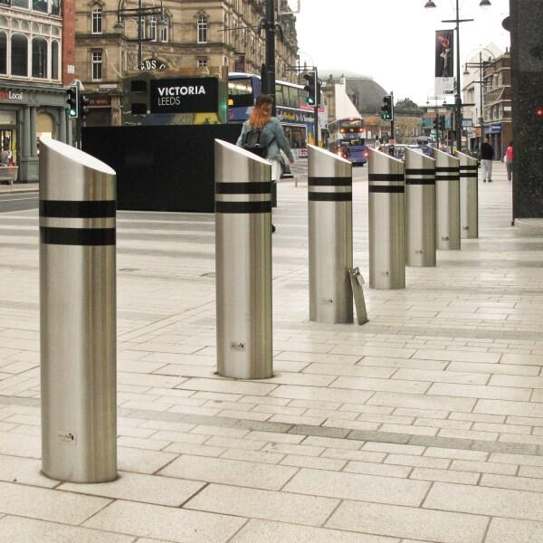LOGO_Crash bollards as street furniture
