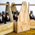 LOGO_Männerhandtasche gefüllt mit 0,5 Liter Bierflaschen