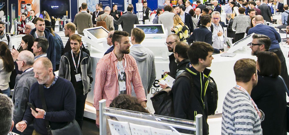BrauBeviale 2019 - Besucher in Messehalle